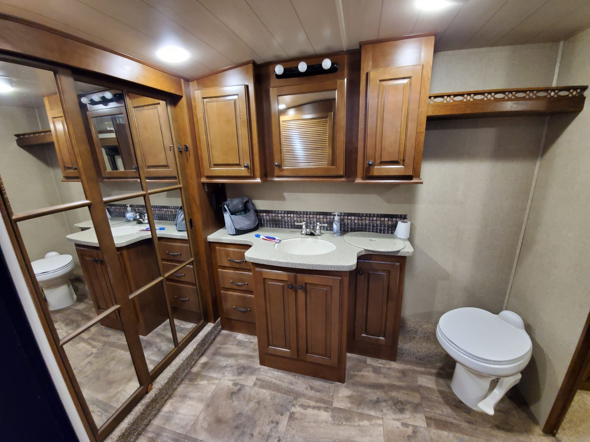 The Bighorn 3875FB front bath